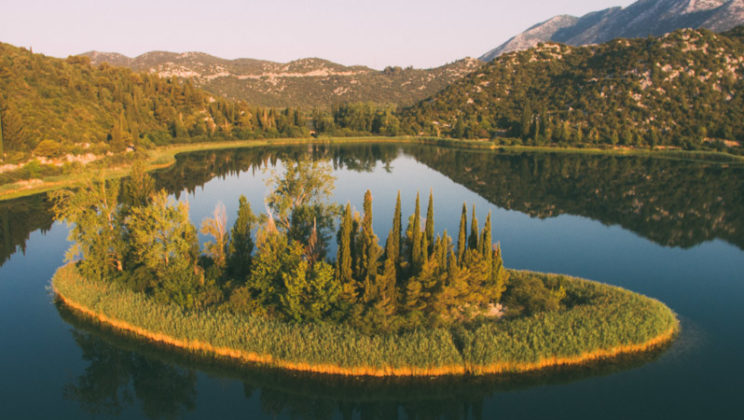 Bacina-lakes-island-love
