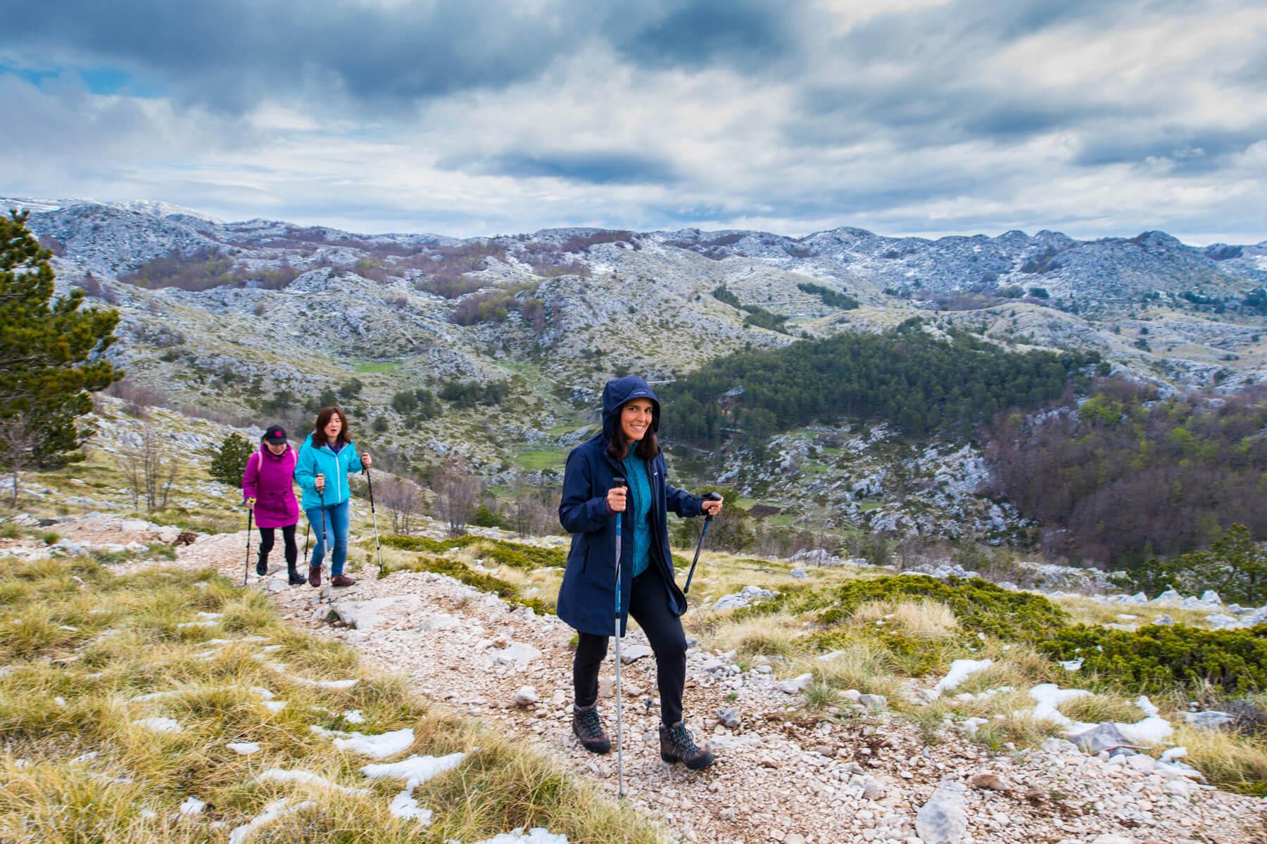 girls-hiking-on-biokovo-mountain