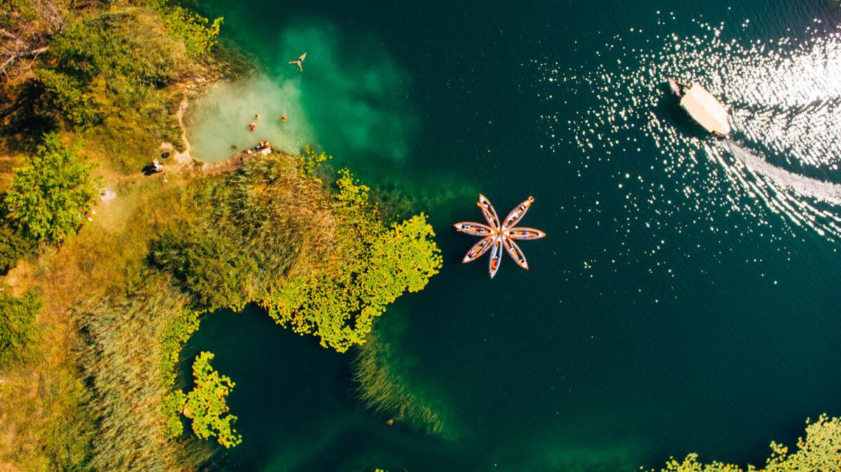 kayaks_on_bacina_lakes