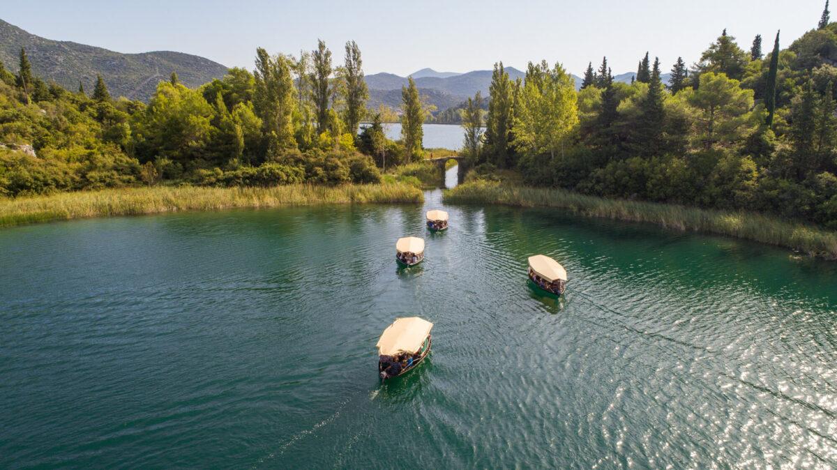 boat_safari_tours_on_bacina_lakes