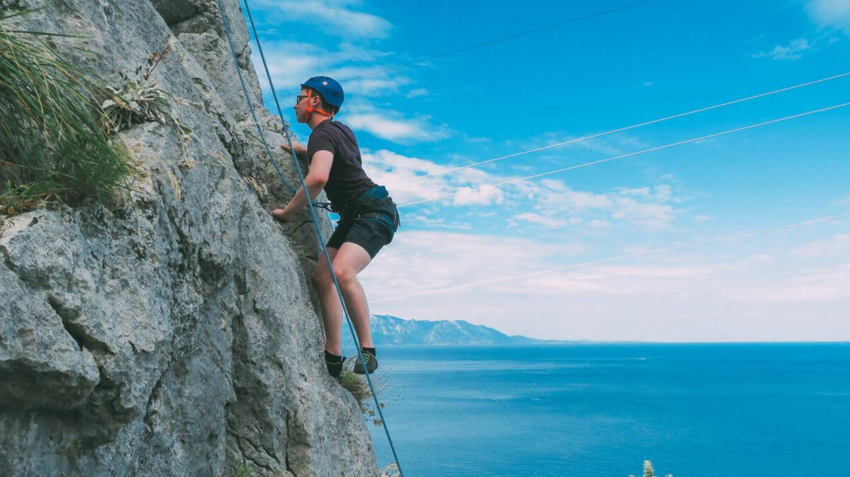 rock_climbing_in_gradac_on_makarska_riviera