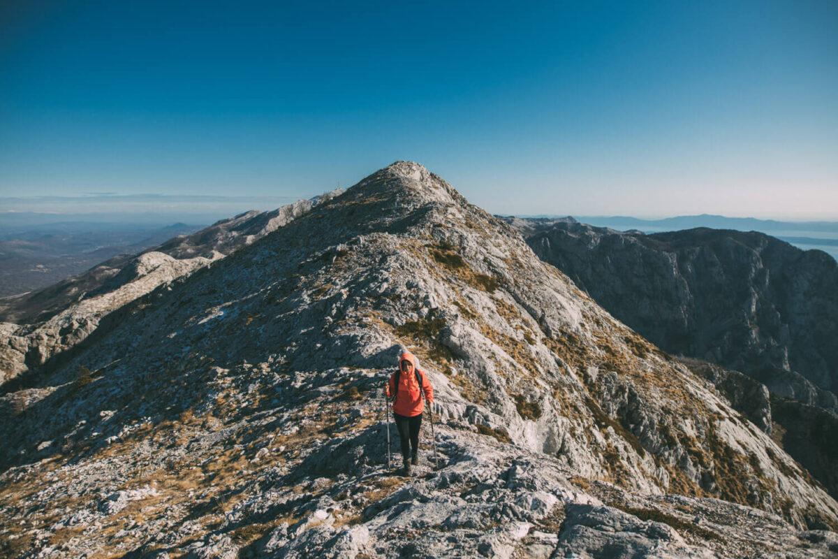 benefits of hiking alone