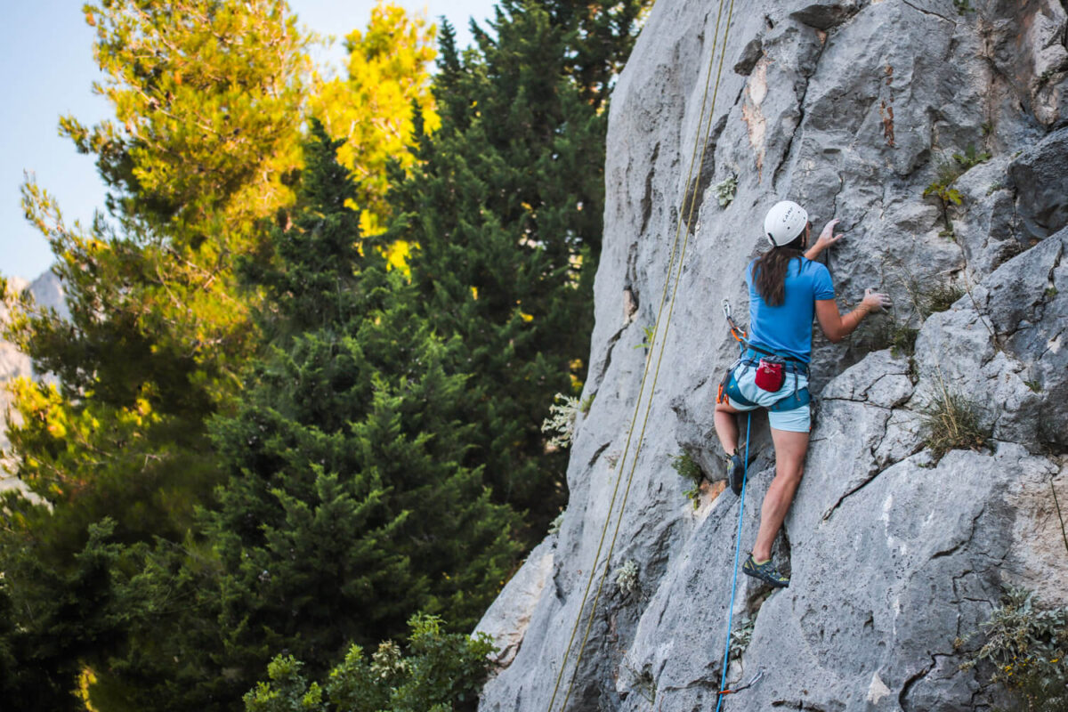 rock climbing in brela
